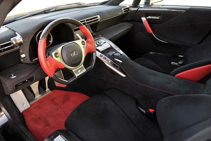 Спортивный Lexus LFA салон