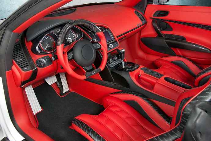 Audi R8 V10 Spyder от Mansory салон
