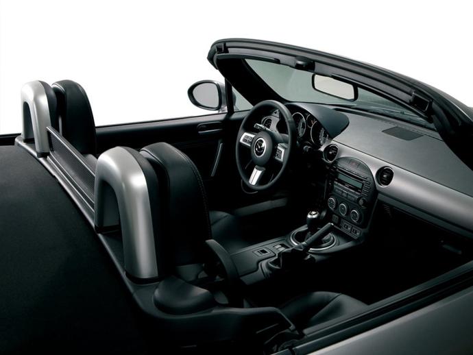 Автомобиль Mazda MX-5 Miata Special Edition - салон